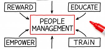 How to manage the employee's performance?